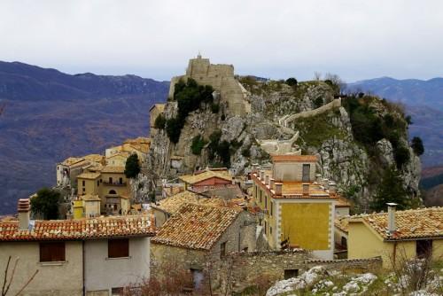 Cervara di Roma - Una rocca in cima alla roccia