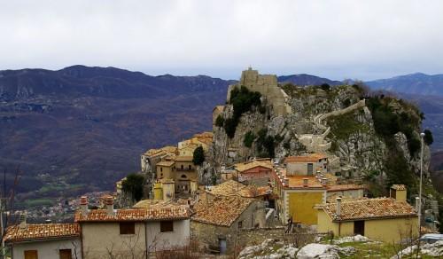 Cervara di Roma - Un balcone su la valle dell'Aniene