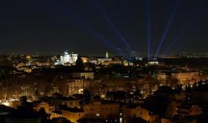 Notturno dal Gianicolo con raggi di luce blu