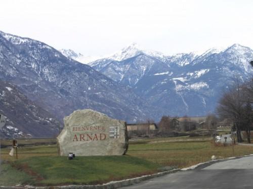 Arnad - Il Panorama e la Pietra