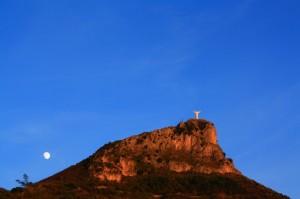 Cristo di Maratea con luna alle spalle