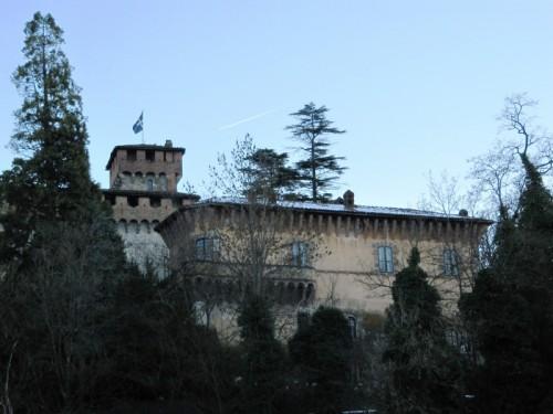 Brignano-Frascata - Dietro le piante