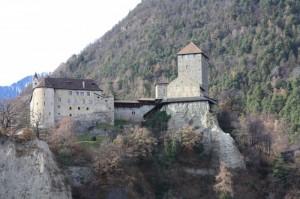 L'imponente Castel Tirolo….
