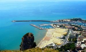 Il porto di Terracina visto dal Tempio di Giove