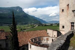 Il paese di Calliano visto da Castel Pietra