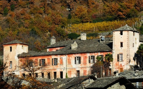 Arnad - Castello Valleise e i tetti di Arnad
