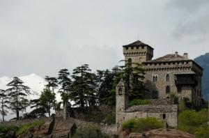 Il Castello di Montestrutto e la sua chiesa.