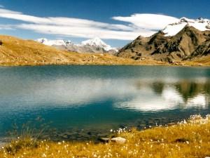 lago e monti al passo Gavia