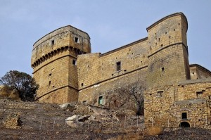 Vista del Castello d'Aquino con evidenza del magnifico Torrione