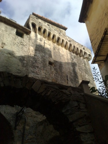 Pompeiana - Torre a base quadrata nella borgata Barbarasa (2)