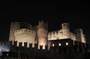 castello di fenis in notturna
