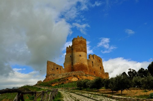 Mazzarino - Volo d'uccelli sul Castello.