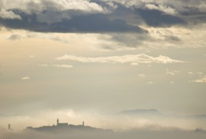Corridonia sopra la nebbia