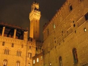"La Torre che ""Mangia"" i palazzi"