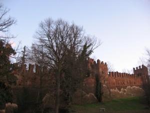 Le mura medievali del castello di San Colombano