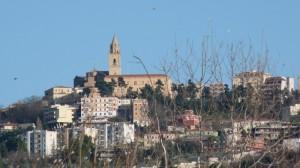 … e la su in cima la Cattedrale di San Giustino - Chieti