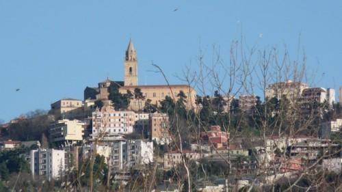 Chieti - ... e la su in cima la Cattedrale di San Giustino - Chieti