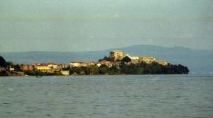 Marta e il lago di Bolsena
