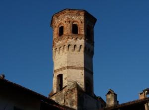 Torre dell'orologio nel blu