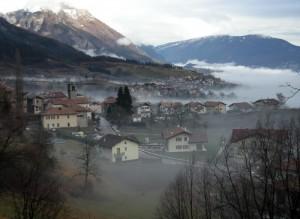 Bleggio Superiore nell'insolita nebbia