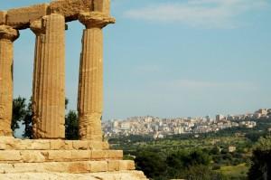 La città nuova vista dalla Valle dei Templi