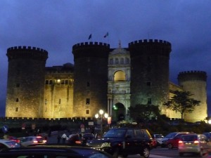 In mezzo al caos di Napoli - Maschio Angioino