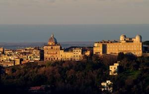 Il palazzo Papale riscaldato dai primi raggi di sole