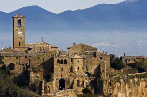 Bagnoregio - Il paese e le montagne