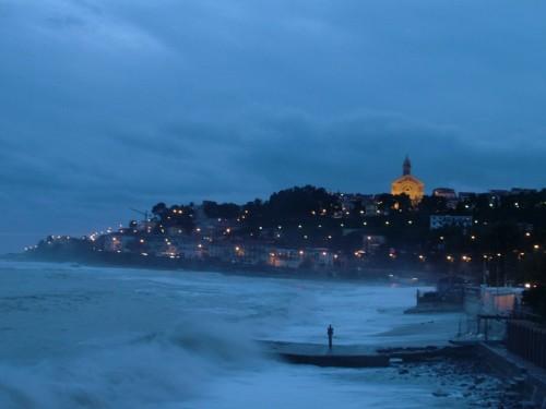 Sanremo - Prime luci della sera su Bussana