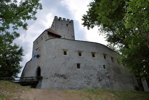 Brunico - sul colle di Brunico ecco il Castello
