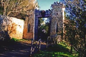 L'ingresso alla rocca di Polvese