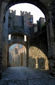 "Mastio di Vigoleno ""strada d'ingresso"""