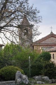 Veduta della chiesa dalla piazza di Smerillo