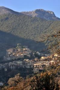 Morolo - Al riparo dal monte