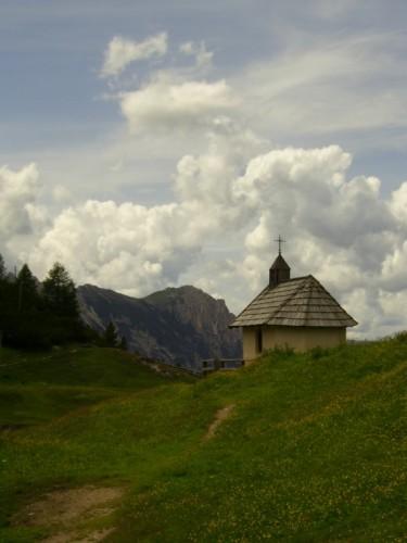 Marebbe - la chiesetta lassu' sul monte