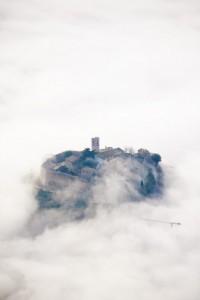 Campello tra le onde della nebbia