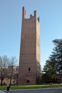 Torre, un po pendente, del Castello di Rovigo