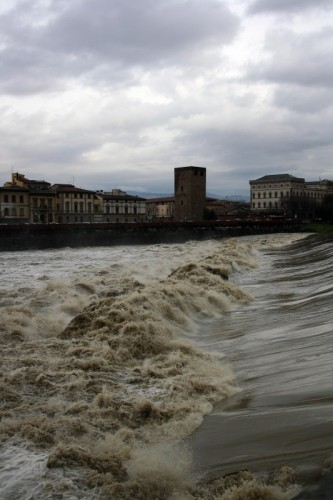 Firenze - L'Arno in tempesta