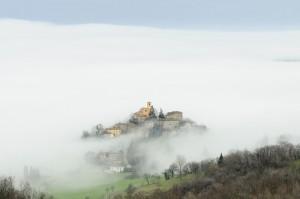 Montecorone nella Nebbia