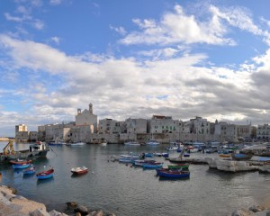 Batuffoli di nuvole sul porto