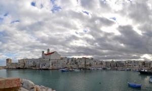 Il cielo si oscura sul rifugio dei pescatori…