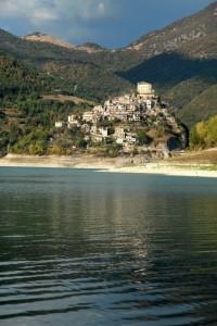 Castel di Tora - Riflessi di luci sul lago