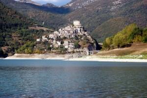 il Paese sul Lago del Turano
