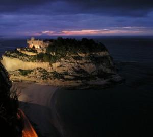 Tropea, Santa Maria dell'Isola e lo Stromboli al tramonto 1