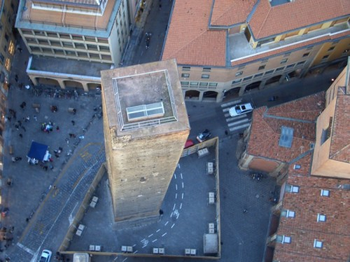 Bologna - torre Garisenda vista dalla torre Asinelli