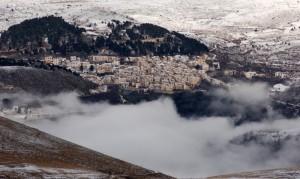 La nebbia avanza verso Castel del Monte