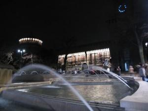 La Fontana e il Castello Sforzesco Illuminati a Festa