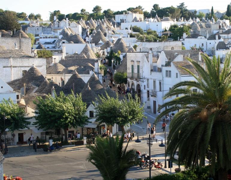 ''Trotterellando tra i trulli…pare uno scioglilingua!'' - Alberobello