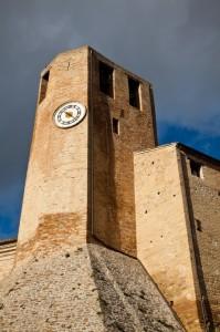 La torre ad esagono irregolare