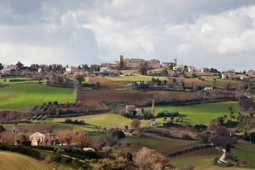 Monteleone di Fermo - Arroccato sul contrafforte fra due fiumi